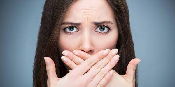 Mau hálito crônico (halitose) – causas, tratamento, cura