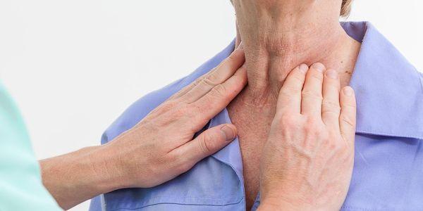Sintomas da garganta do Strep, causas, retratos, tratamento contagioso