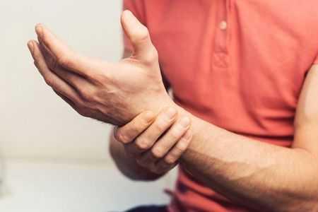 dor no polegar - dor no primeiro dedo - causas e outros sintomas