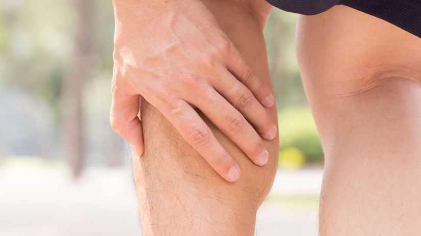 Dor abaixo dos músculos da perna da panturrilha