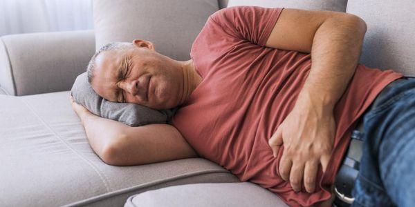 6 sinais de câncer de intestino de intestino delgado ou grosso