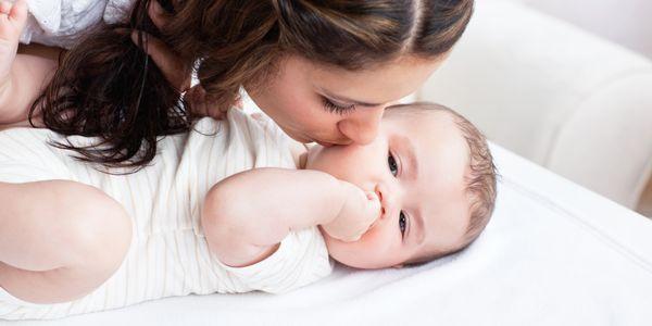 8 dicas de cuidados com o bebê recém-nascido para pais pela primeira vez