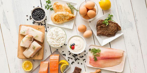 Alimentos que causam e alimentos que baixam a pressão arterial elevada