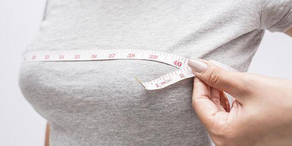 Alterações no tamanho do peito (maiores, menores) Causas médicas nas mulheres