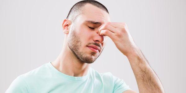 Causas do nariz bloqueado (um ou ambos os lados) e como desbloquear