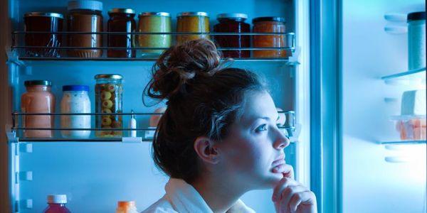 Comer à noite – causas de comer à noite antes e entre o sono