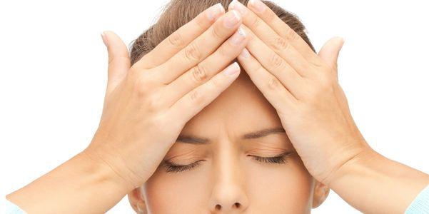 Disparadores de dor de cabeça da enxaqueca alimentos, estrogênio, estresse, clima