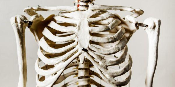Dor nas costelas – causas e outros sintomas