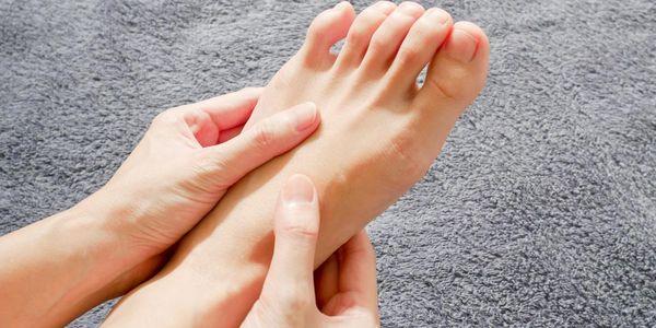 Dormência da perna, formigamento dos pés e dedos dos pés
