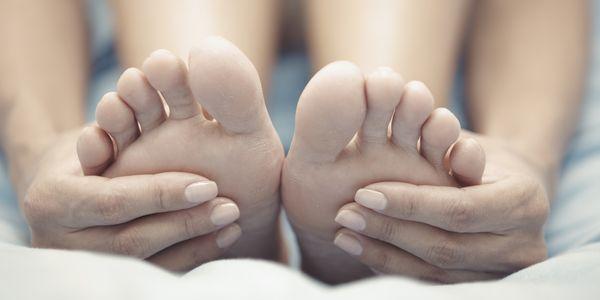 Mãos frias e pés Causas de dedos gelados e dedos do pé