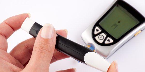 O que é hiperglicemia Açúcar elevado no sangue em diabetes e estresse