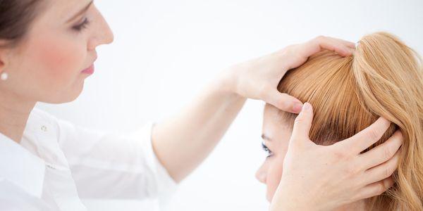 Psoríase do couro cabeludo e erupções cutâneas semelhantes – fotos, tratamento