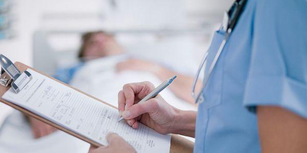 Quais são as causas e sintomas da bacteremia?
