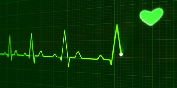 Ritmo e taxa de batimentos cardíacos irregulares (arritmia)