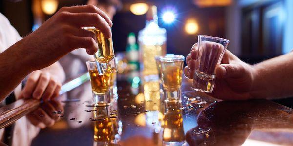 Síndrome do coração do feriado arritmias com consumo excessivo de álcool