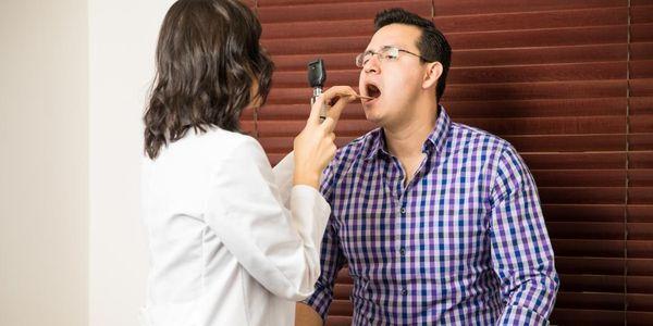 abcesso peritonsilar de garganta