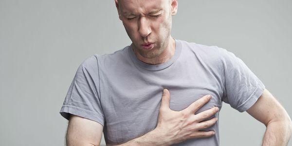 apertando causas de dor no peito e outros sintomas