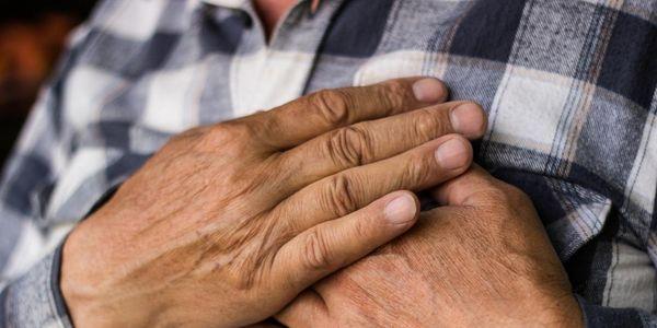 ataque cardíaco riscos dieta estilo de vida idade família e perigos