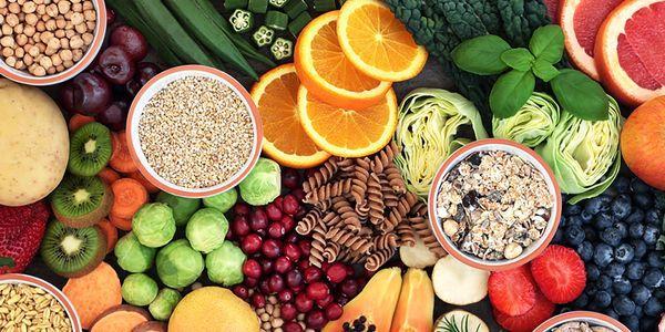 benefícios para a saúde de diferentes tipos de fibras em alimentos