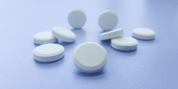 cálcio e vitamina d em alimentos e suplementos para a saúde dos ossos