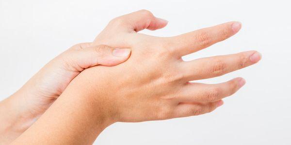 causas de dor nas articulações do polegar