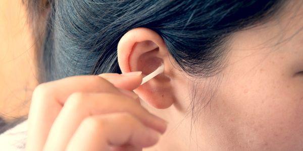causas de orelha fedorento de odor de orelha sujo mau cheiro de orelha