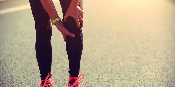 coágulo de sangue no braço da perna assina sintomas de embolia trombótica
