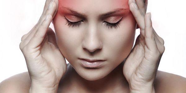 dor de cabeça frontal causa dor na frente da cabeça acima dos olhos