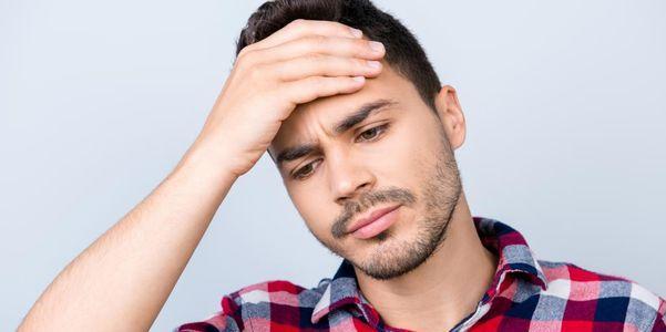 dor de cabeça por trás dos olhos direita esquerda causas