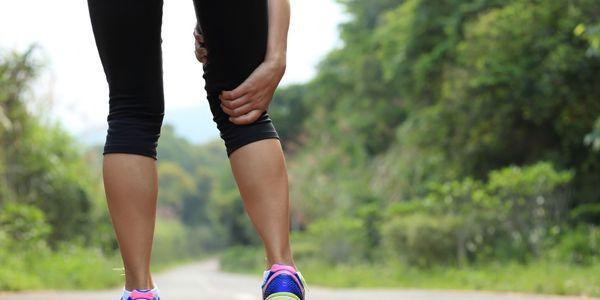 dor na perna durante a caminhada causa sintomas de claudicação intermitente