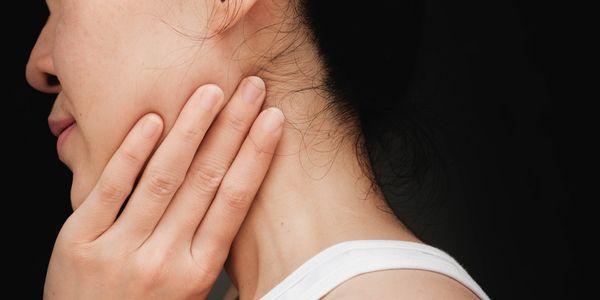 dor no maxilar após o trabalho dentário tmj travando a bochecha inchada