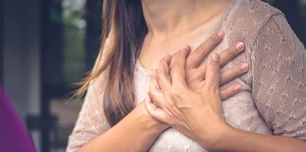 dor no peito com lista de causas de respiração profunda