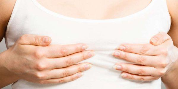 dor sob as causas da mama esquerda da dor abaixo do peito no lado esquerdo