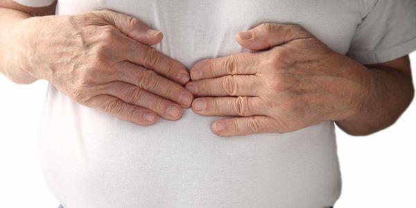indigestão e estômago inchado com cãibras