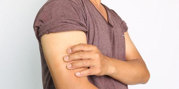 lesão muscular do tríceps inchaço do braço e mão do membro superior