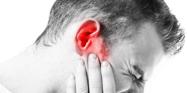 mastoidite nas costas da infecção do osso do crânio