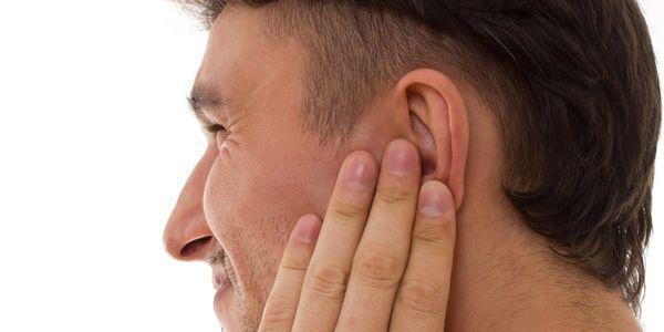 orelha de orelha externa tenra e causas de dor