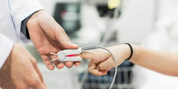 oxímetro de pulso dedo