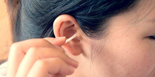 sangramento da orelha cera fluida sangrenta provoca sinais de alerta