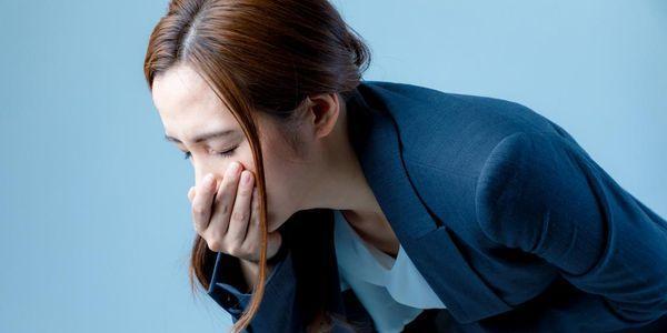 sensação de estômago vazio causas e outros sintomas