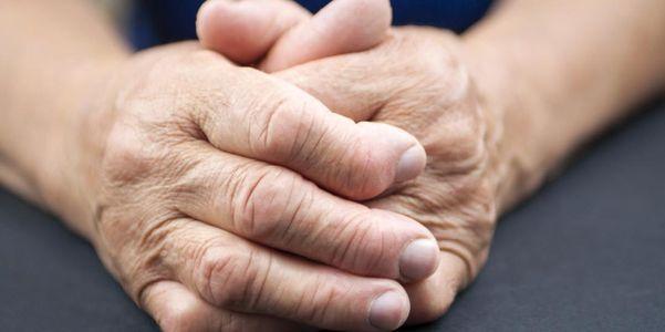 sinais de alerta de artrite reumatóide e sintomas precoces