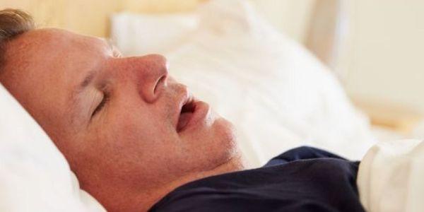 sinais de apnéia do sono (paradas para respirar ao dormir)
