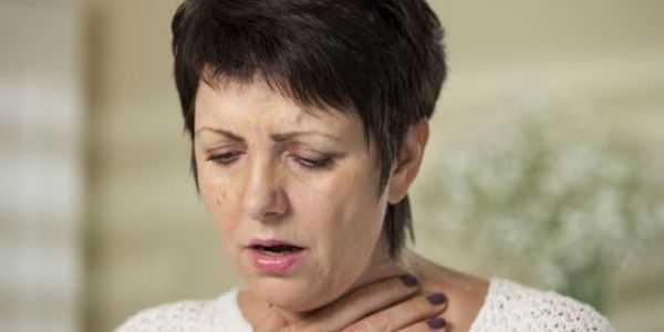 sinais de garganta inflamada e perigos