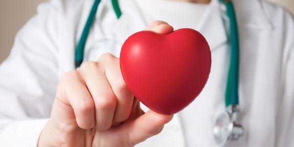 10 sinais de pericardite (inflamação ao redor do coração)