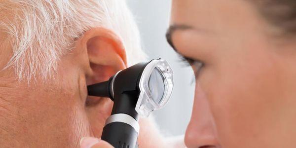 sinais de uma infecção no ouvido externo médio e ouvido interno