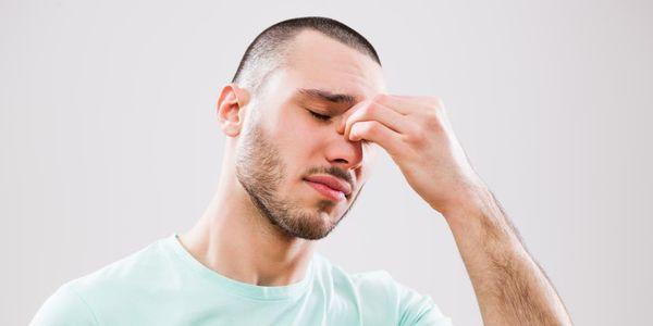 sintomas de infecção nasal e causas de nariz infectado