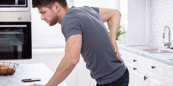 urina vermelha e cor de urina rosa causa em homens e mulheres