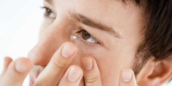 usar lentes de contato efeitos colaterais riscos e sintomas